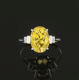 A Yellow Zircon and Diamond Ri