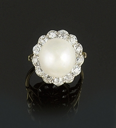 A pearl and diamond cluster ri