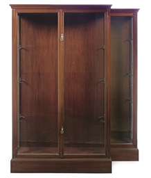 A PAIR OF MAHOGANY AND GLASS D