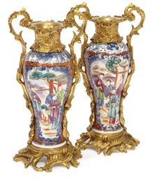 A PAIR OF CHINESE EXPORT ORMULU MOUNTED VASES