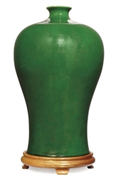 A CHINESE GREEN GLAZED MEIPING
