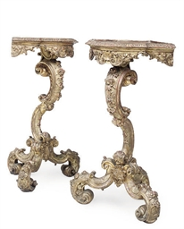A PAIR OF GILTWOOD CORNER STAN