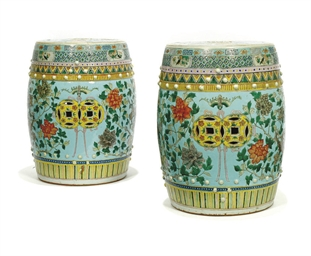 A PAIR OF CHINESE EMPRESS DOWA