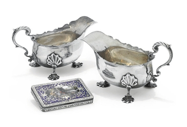 A PAIR OF EDWARDIAN SILVER SAU