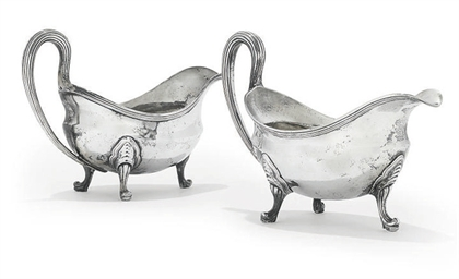 A PAIR OF GEORGE III OVAL SAUC
