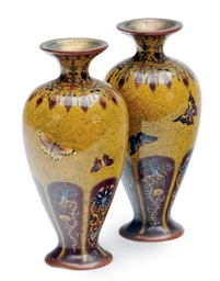 A PAIR OF SMALL JAPANESE CLOIS