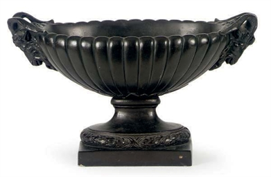 A BLACK-PAINTED EARTHENWARE CE