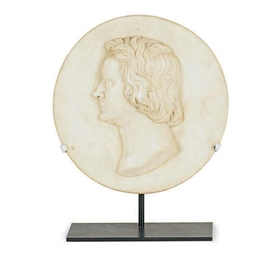 A CARVED MARBLE PORTRAIT ROUND