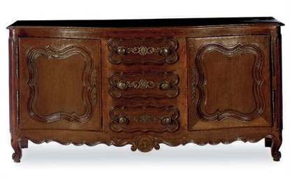 A FRENCH PROVINCIAL OAK SERPEN