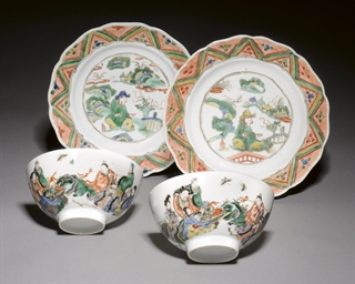 A PAIR OF FAMILLE VERTE BOWLS