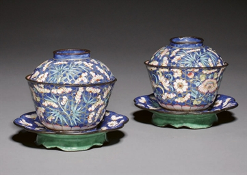 A PAIR OF ENAMELLED BOWLS, COV