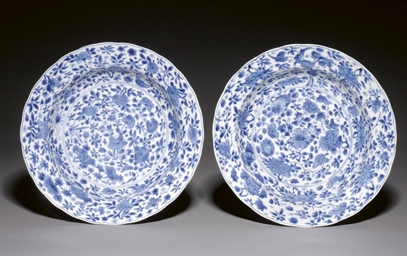 A PAIR OF BLUE AND WHITE BARBE