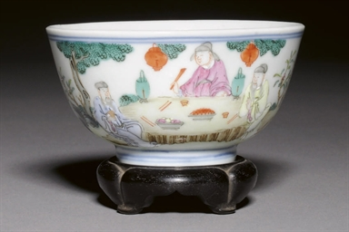 A SMALL FAMILLE ROSE BOWL, 18T