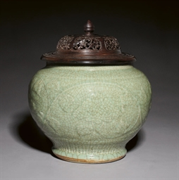 A CRACKLE GLAZED CELADON JAR A