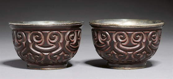 A PAIR OF TIXI LACQUER CUPS, M