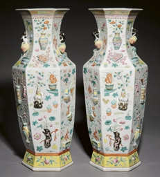 A PAIR OF FAMILLE ROSE MOULDED