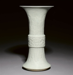 A CELADON GLAZED GU VASE, 19TH