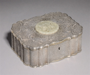A SILVER GILT FILIGREE BOX AND