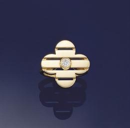 A diamond single stone 'Fleur'