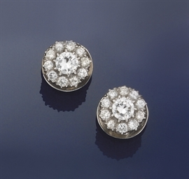A pair of diamond cluster earr