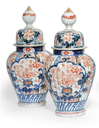 TWO PAIRS OF JAPANESE IMARI JA
