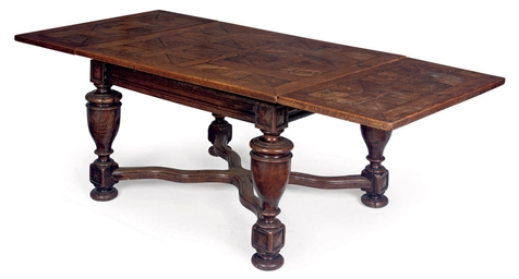 A DUTCH OAK DRAW-LEAF DINING T
