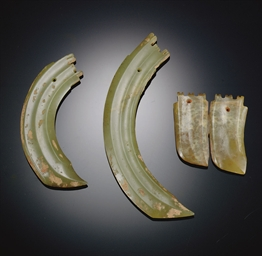 THREE GREEN JADE CURVED DAGGER