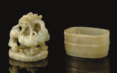 A GREENISH-WHITE JADE DRAGON-F
