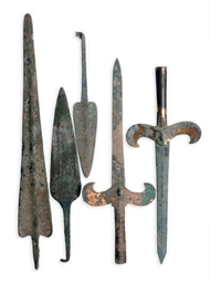 A GROUP OF BRONZE SPEAR HEADS