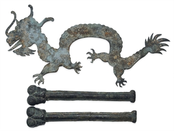 A PAIR OF CHINESE BRONZE APPLI