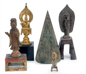 THREE CHINESE BRONZE VOTIVE FI