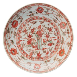 A CHINESE PORCELAIN RED AND GR