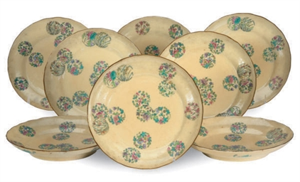 A SET OF EIGHT CHINESE PORCELA