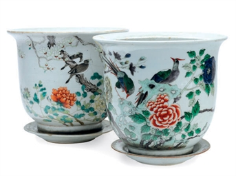 TWO CHINESE PORCELAIN SIMILAR