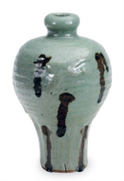 A CHINESE CELADON-GLAZED MEIPI