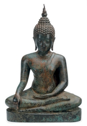 A LARGE THAI STYLE BRONZE FIGU