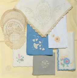 A GROUP OF MISCELLANEOUS LACE,