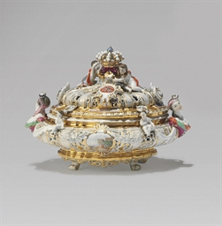 A MEISSEN RETICULATED BOX AND