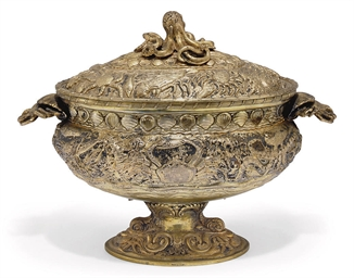 AN ITALIAN GILT-METALWARE PISC