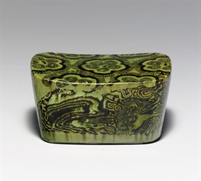 A GREEN-GLAZED MARBLED POTTERY