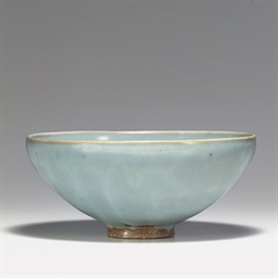 A LARGE JUNYAO BOWL