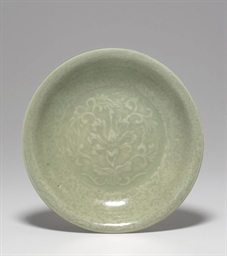 AN UNUSUAL LONGQUAN CELADON CA