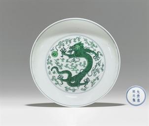 A GREEN-GLAZED 'DRAGON' DISH