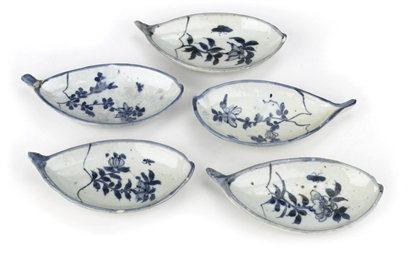 A set of five Chinese blue and