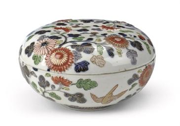 A Japanese Imari circular box