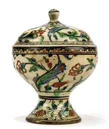 AN IZNIK POTTERY COVERED BOWL