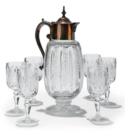 A CLEAR GLASS DECANTER AND SIX