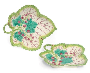 A PAIR OF BOW PORCELAIN LEAF-S