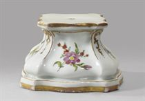 A porcelain pedestal