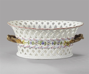 A porcelain basket with cornfl